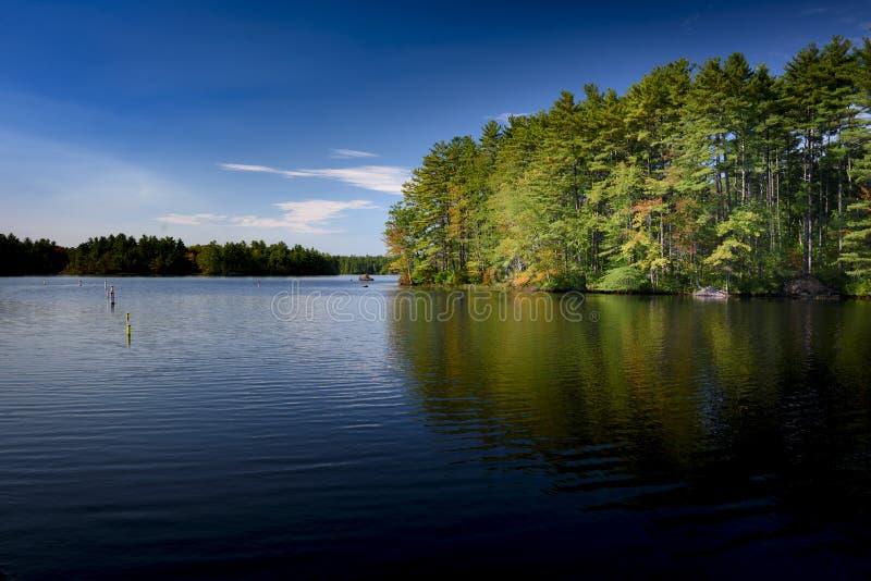 Lago Massabesic nel New Hampshire vicino al posto del peacefull di Manchester immagini stock libere da diritti