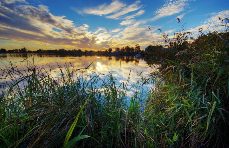 Lago Massaciuccoli al tramonto fotografia stock
