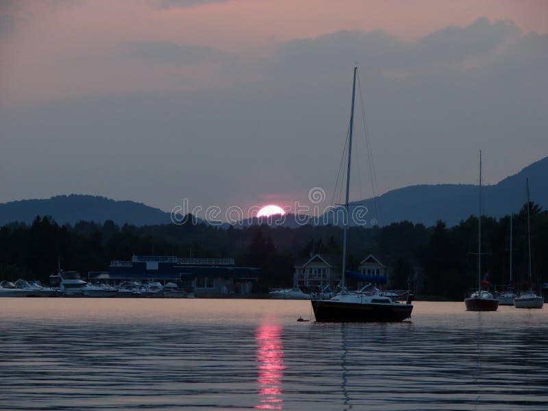 Lago Memphremagog en la puesta del sol fotos de archivo libres de regalías