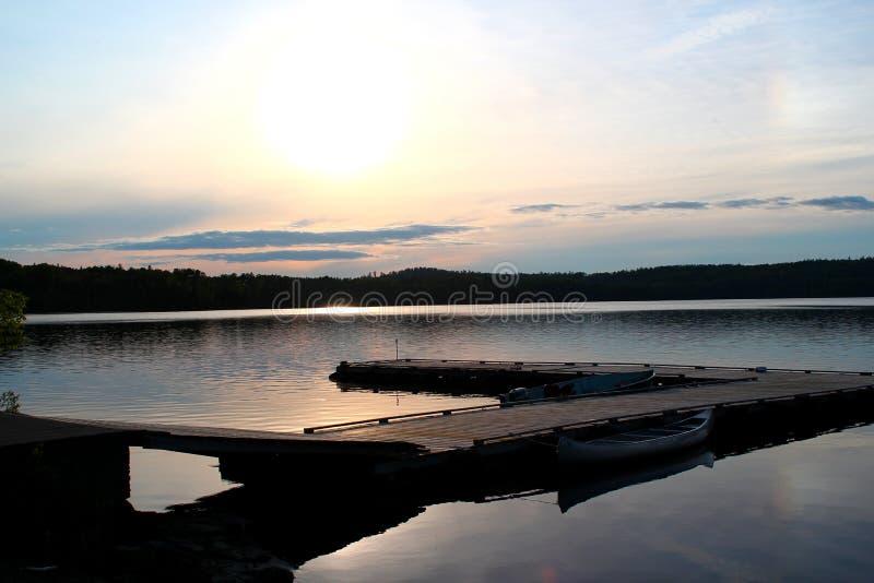 Lago meraviglioso e lunatico nel Canada/Ontario immagine stock