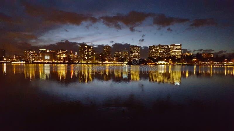 Lago Merritt na noite imagem de stock