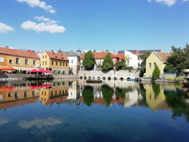 Lago in mezzo alla città fotografia stock libera da diritti
