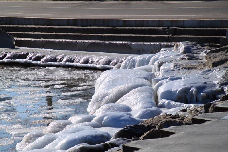 Lago Michigan congelato con le rocce ghiacciate fotografia stock libera da diritti
