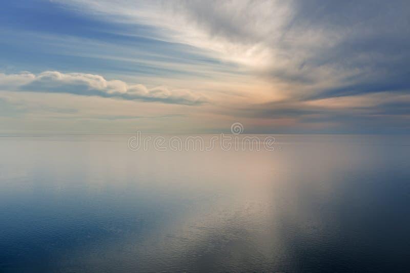 Lago Michigan e céu foto de stock royalty free