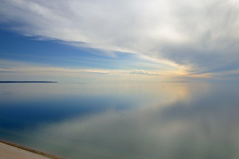 Lago Michigan e nuvens imagens de stock royalty free