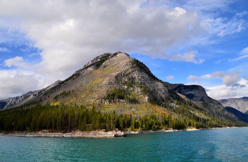 Lago Minnewanka imagens de stock royalty free