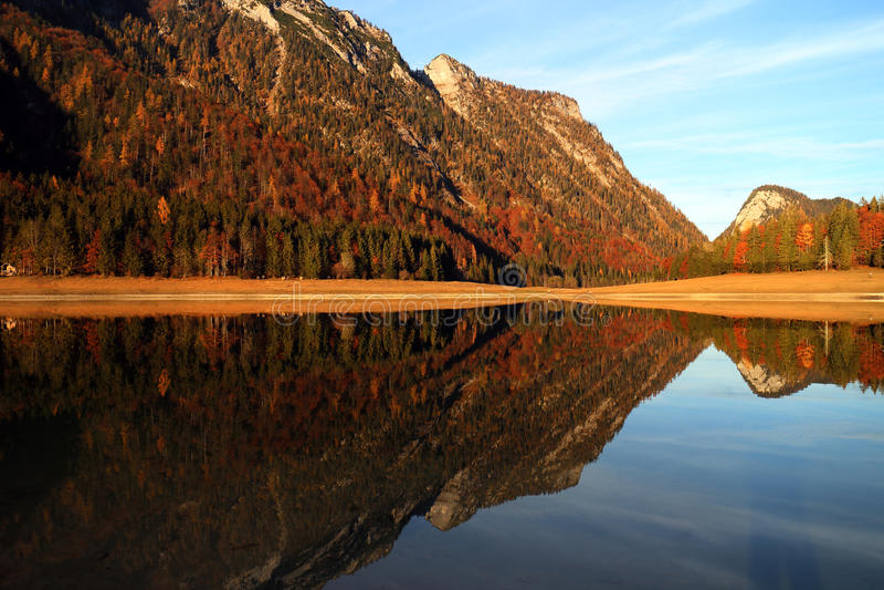 Lago Mittersee Autumn Reflections fotografia de stock royalty free
