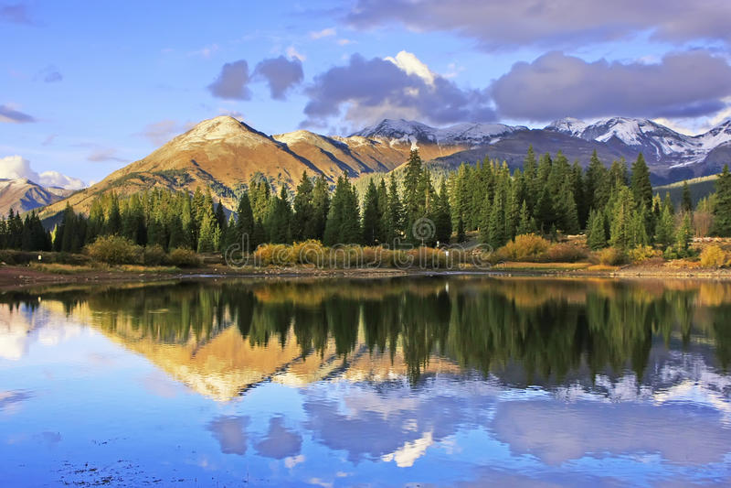 Lago molas e montagne dell'ago, regione selvaggia di Weminuche, Colorado immagini stock