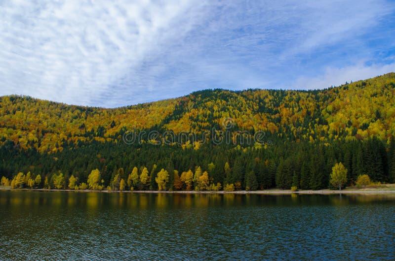 Lago Montain imagem de stock
