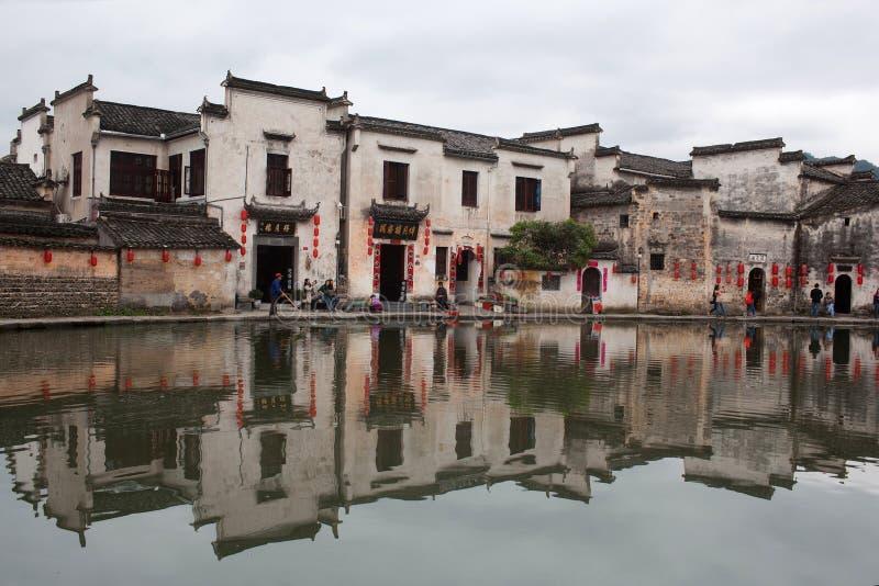 Lago moon na vila de Hongcun, China foto de stock