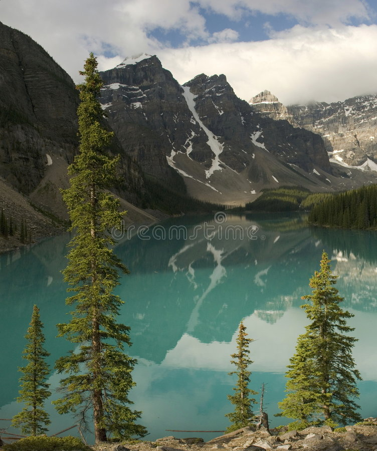 Lago moraine in Banff fotografie stock