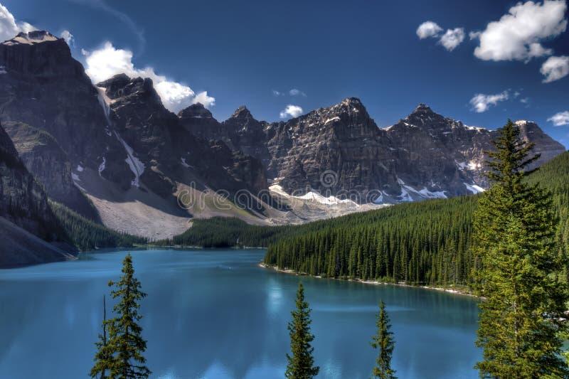 Lago moraine, parque nacional de Banff, Canadá imagenes de archivo