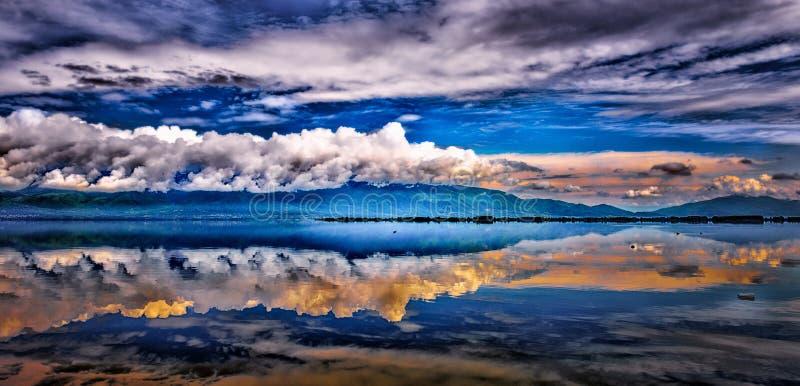 Lago morning fotografía de archivo libre de regalías