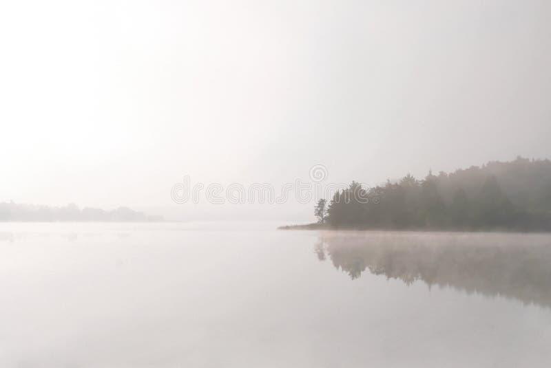 Lago Morning In Una Nebbia Fotografia Stock