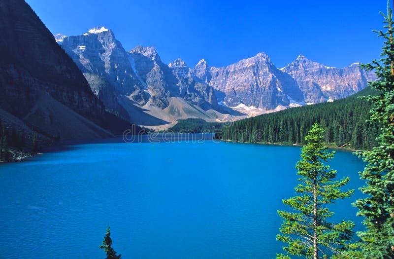Lago Morraine en Banff imagenes de archivo