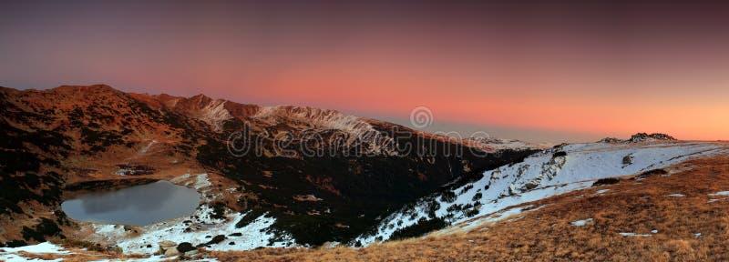Lago mountain al tramonto fotografia stock