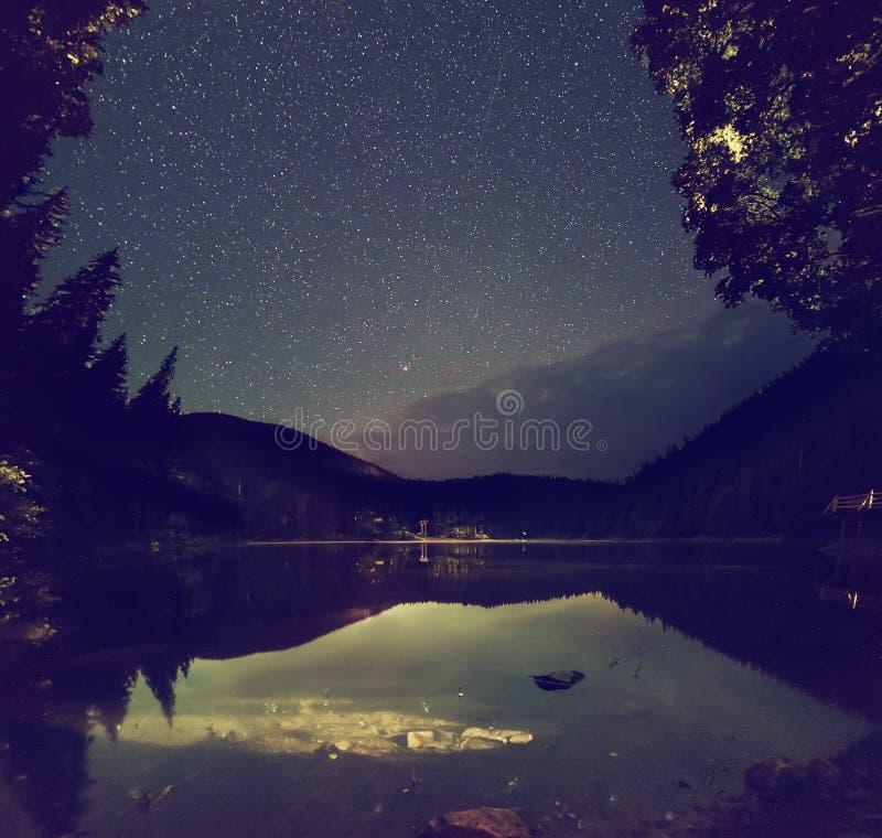 Lago mountain alla notte fotografia stock