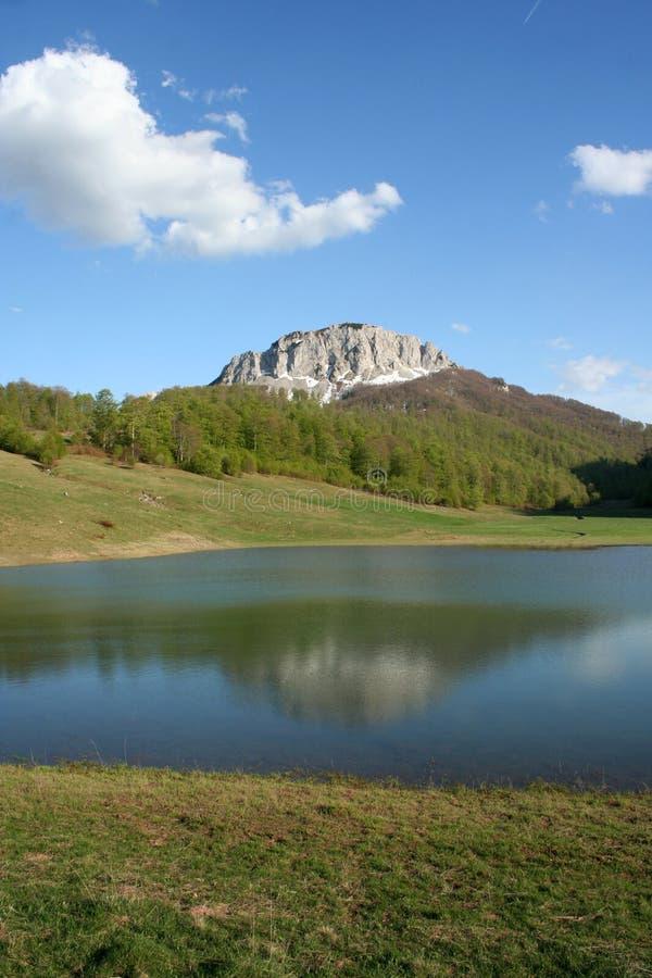 Lago mountain em Bósnia fotos de stock