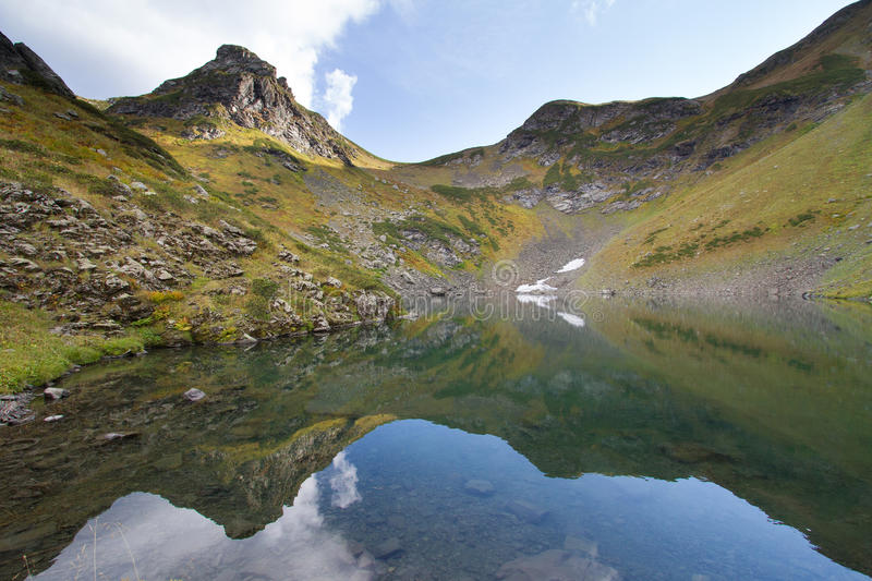 Lago mountain en Abjasia caucasus fotografía de archivo libre de regalías