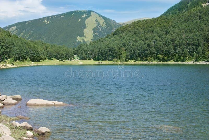 Lago mountain en el amanecer imágenes de archivo libres de regalías