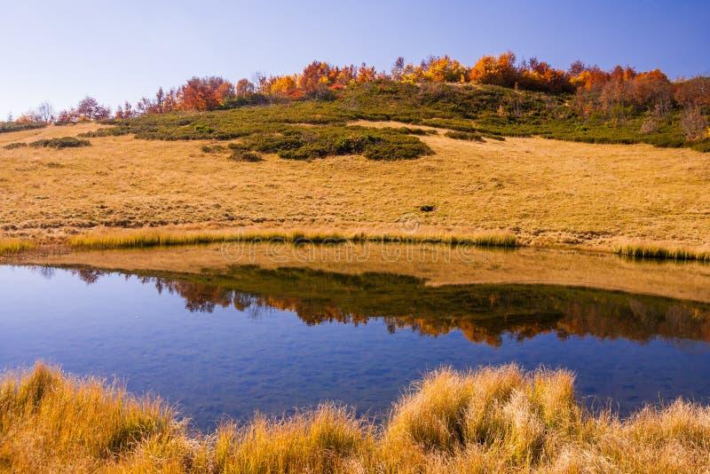 Lago mountain en Krasnaya Polyana, locura imagenes de archivo