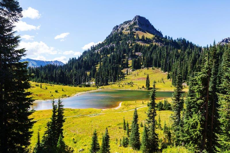 Lago mountains imagens de stock royalty free