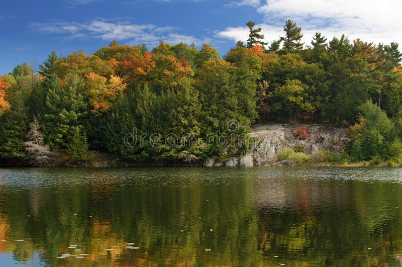 Lago Mulvihill, parque de Gatineau foto de stock