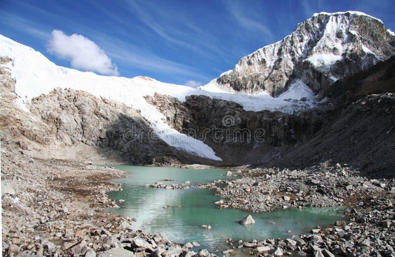 Lago na montanha das Cordilheira foto de stock royalty free