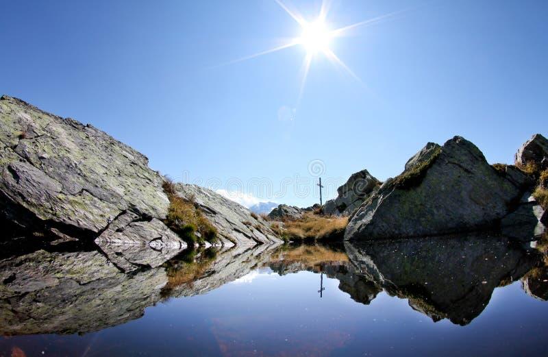 Lago na montanha suíça imagem de stock royalty free