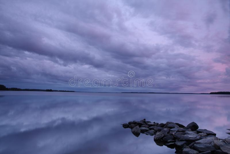 Lago na noite fotografia de stock royalty free