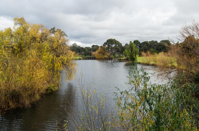 Lago na universidade de Trobe do La em Bundoora imagens de stock royalty free