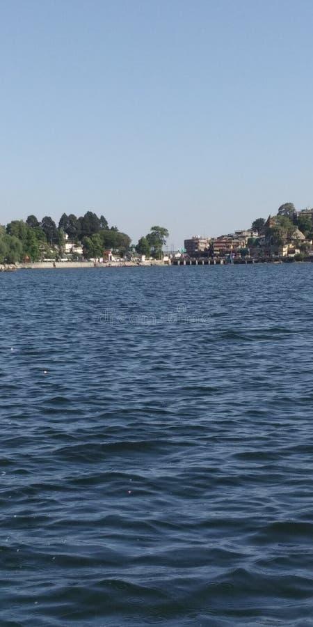 Lago nainital localizado na Índia nativa imagens de stock royalty free