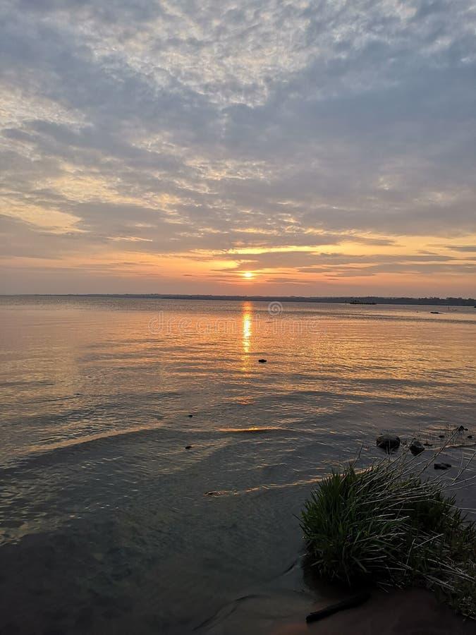Lago Neagh del Lough di Antrim al tramonto fotografie stock libere da diritti
