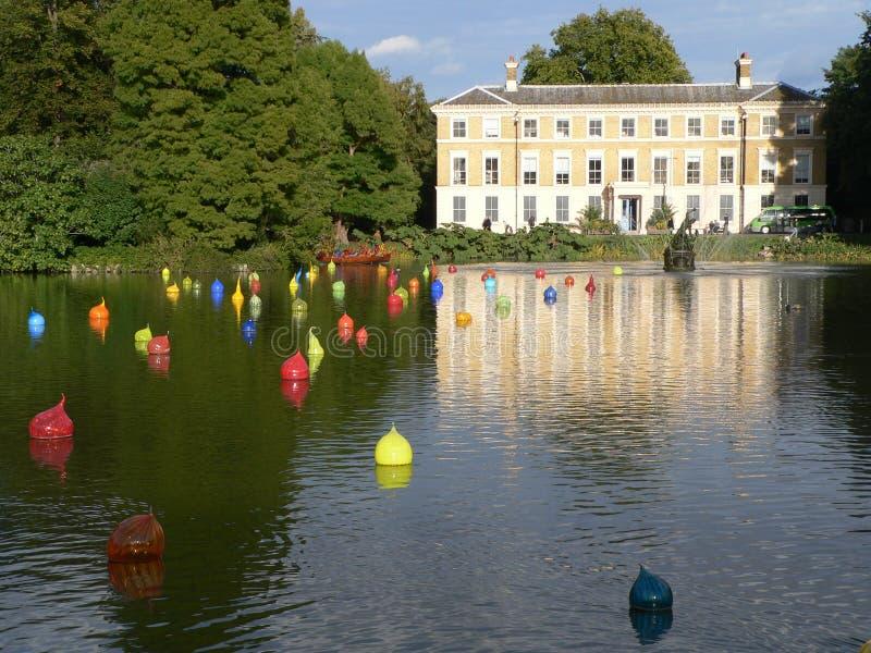 Lago nei giardini di Kew fotografie stock