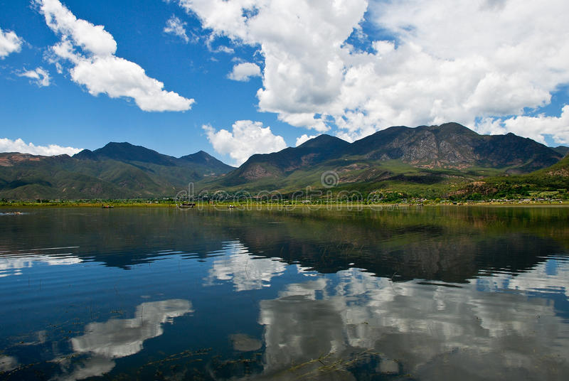 Lago nel sud-ovest della Cina immagine stock