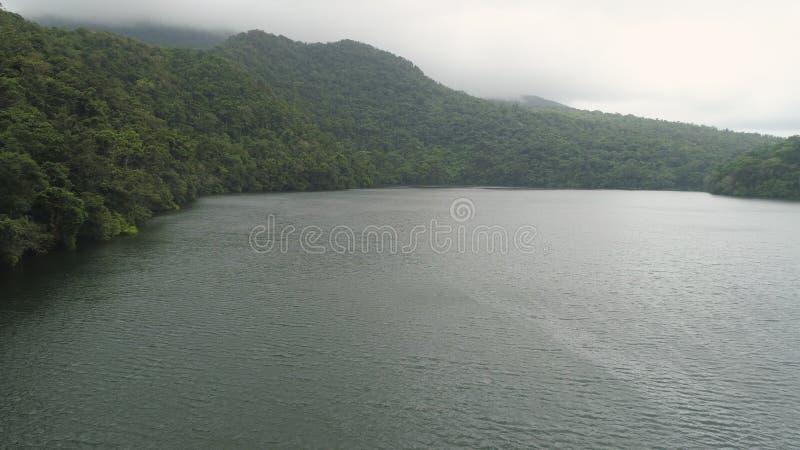 Lago nelle montagne, Bulusan Filippine, Luzon immagini stock