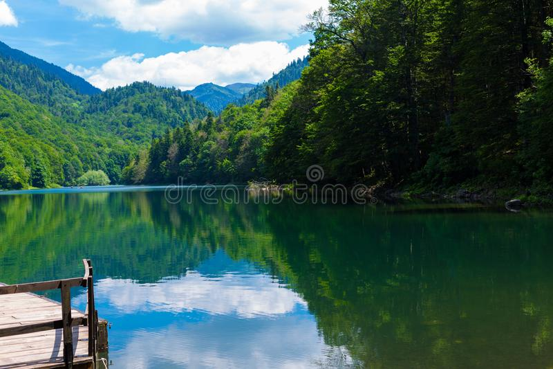 Lago nero Crno Jezero Durmitor - nel Montenegro - fondo di viaggio della natura fotografia stock