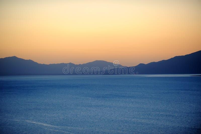 Lago no nascer do sol imagem de stock royalty free