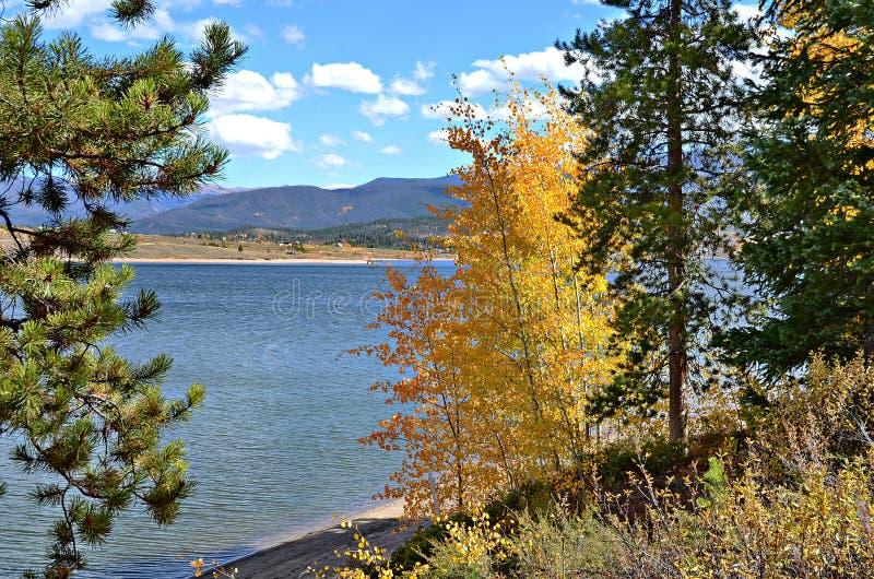 Lago no outono, Colorado Granby imagem de stock