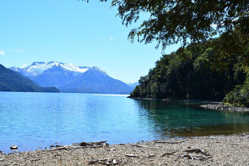 Lago no parque nacional do Los Alerces, Esquel, Argentina fotografia de stock
