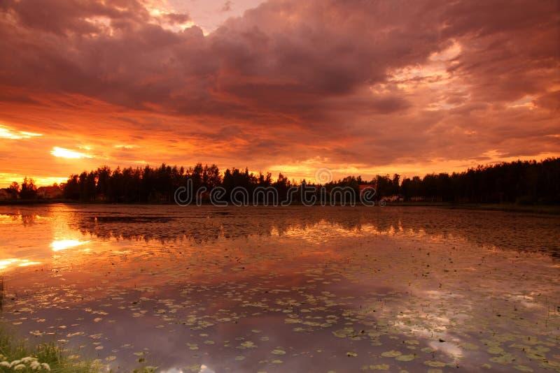 Lago no por do sol fotografia de stock royalty free