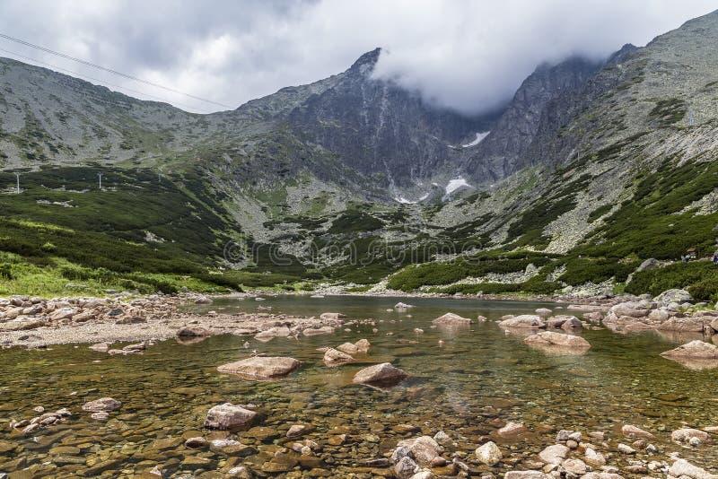 Lago no Tatra alto imagem de stock