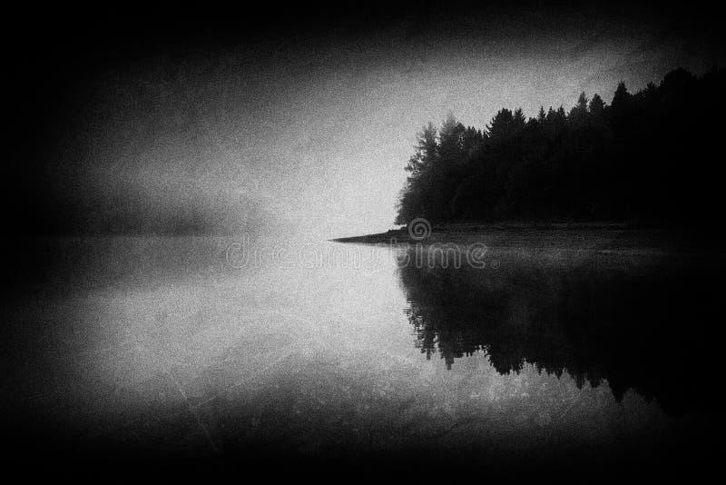 Lago noruegan frio com texturas sujas imagens de stock