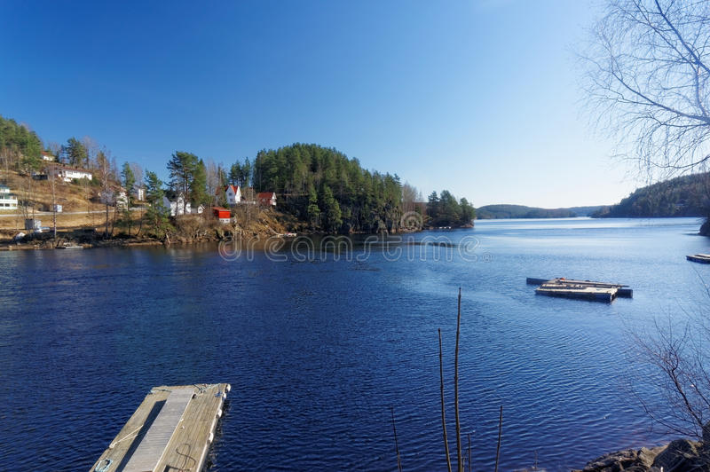Lago noruego Tokevann foto de archivo