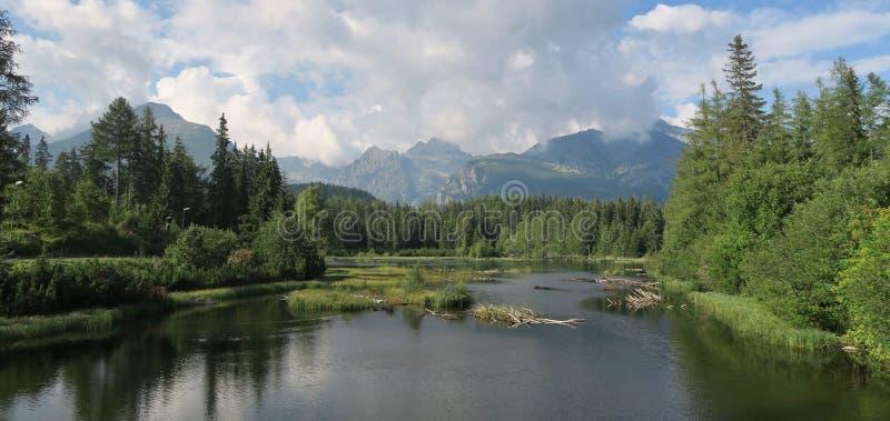 Lago Nove Strbske Pleso vicino a Strbske Pleso in montagne di Tatra fotografie stock