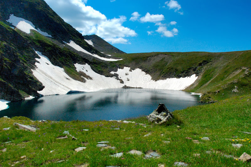Lago o olho, Rila, Bulgária imagem de stock royalty free