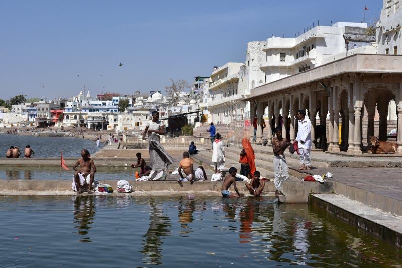Lago o Pushkar Sarovar Pushkar en Pushkar - Rajasthán - la India fotos de archivo libres de regalías