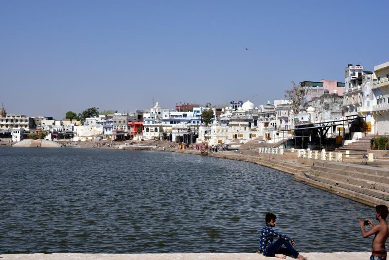 Lago o Pushkar Sarovar Pushkar en Pushkar - Rajasthán - la India foto de archivo