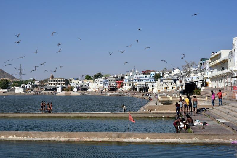 Lago o Pushkar Sarovar Pushkar en Pushkar - Rajasthán - la India imágenes de archivo libres de regalías