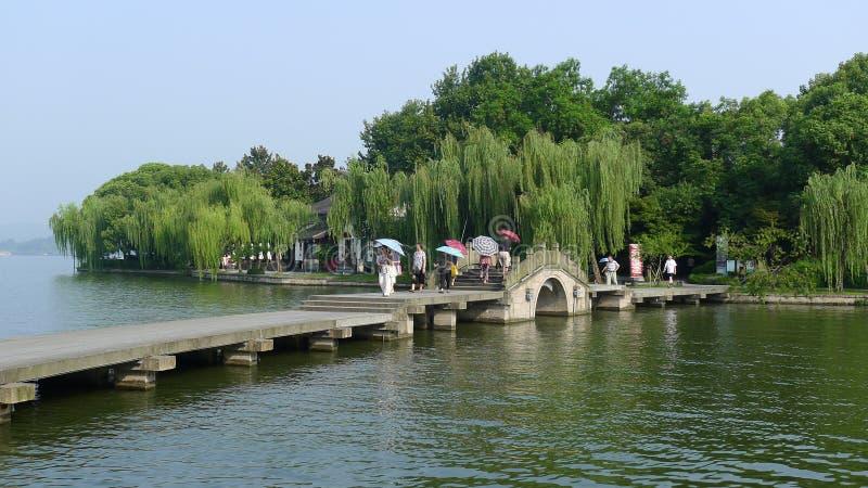 Lago ocidental com ponte de pedra fotografia de stock